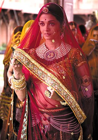 Aishwarya Rai in Jodhaa Akbar Beautiful Big Polki Set with Amulets