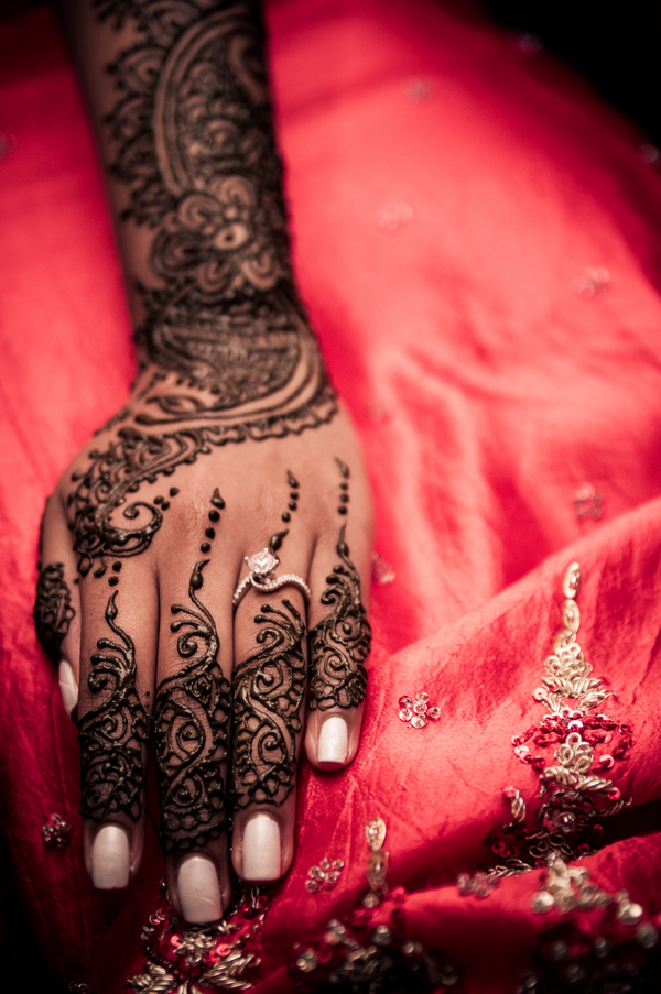Bridal Mehndi Photo Shoot : Traditional mehndi with a modern twist � marigold events
